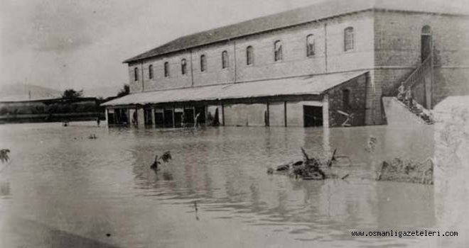 Ege bölgesinde sel ! İzmir mahalleleri sular altında